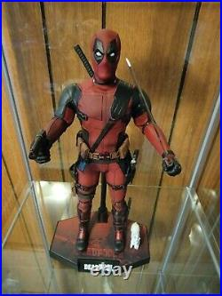 Hot Toys MMS 490 Deadpool 2 1/6 Scale Action Figure USED