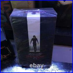 Hot Toys The Crow Eric Draven 1/6th Scale Collectible Figure New In Stock